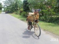 Mbah Rebo, Manusia Tanpa Tangan Asal Sukorejo Ponorogo yang Jago Main Akrobat