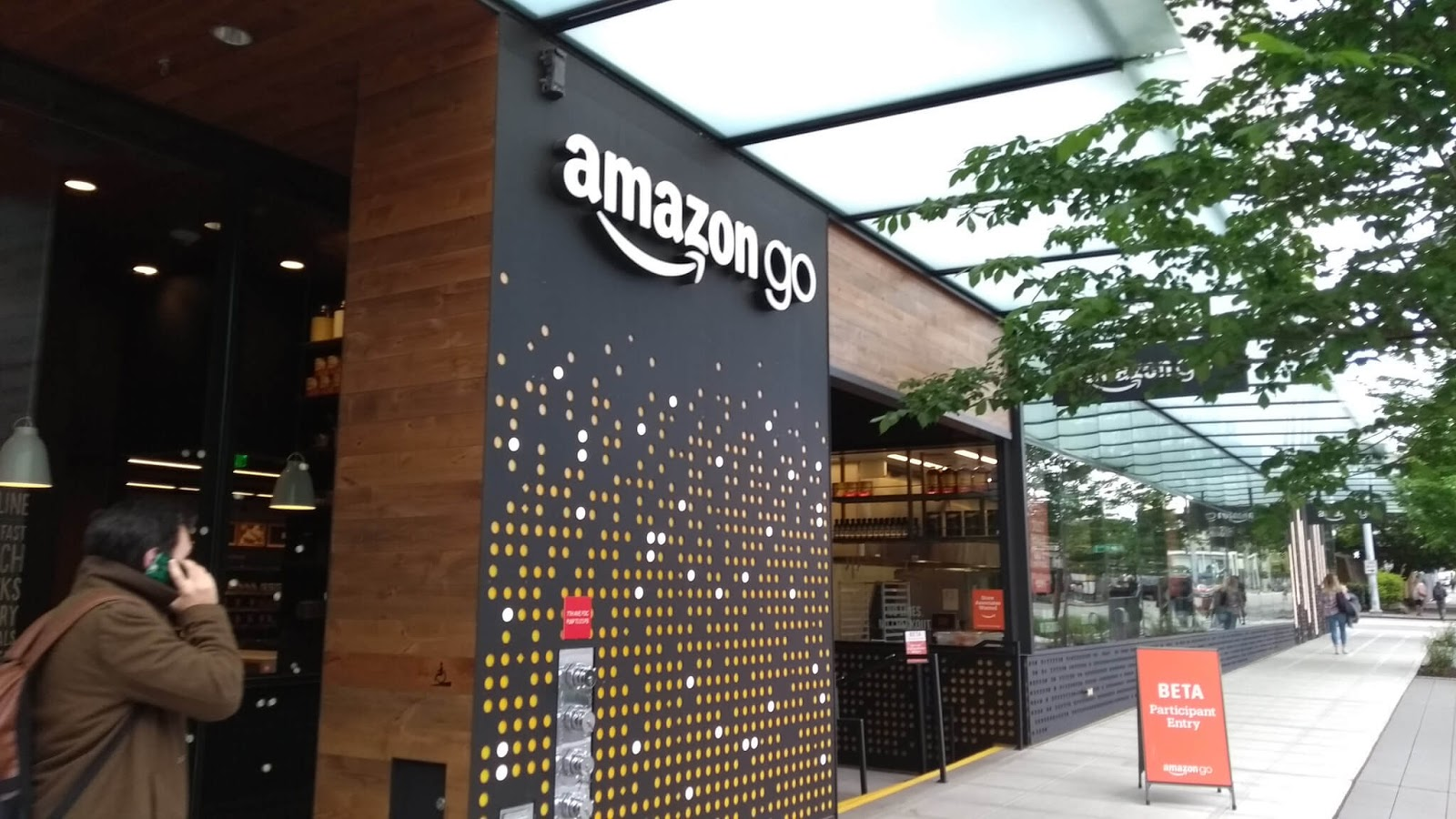 Amazon Opens Its Next Cashierless Amazon Go Store In Chicago