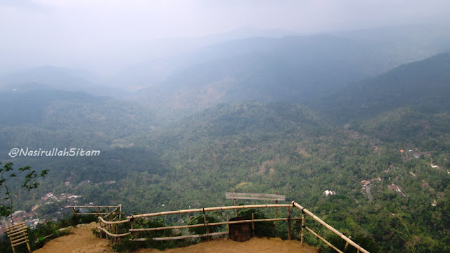 Pemandangan dari puncak Widosari, Samigaluh, Kulonprogo