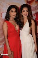 ishita Raj Sharma in Red Gown Stunning Beauty at success party of film sonu ke u ki sweety 002.JPG