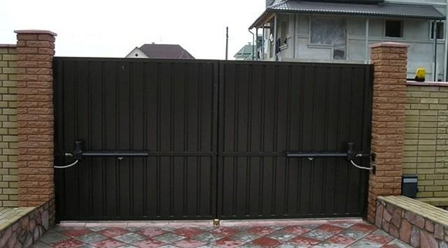 Ворота распашные металлические с калиткой