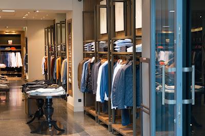 Retail Associate - Life of a Retail Associate