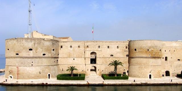Visita ao Castello Aragonese em Taranto