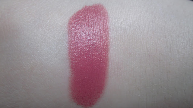 Of Pearls, Prettiness and Pages: Review: Rimmel #103