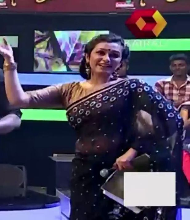 Veena Nair Tv Anchor: Kavitha Nair Hot Navel Show In Saree From Manimelam