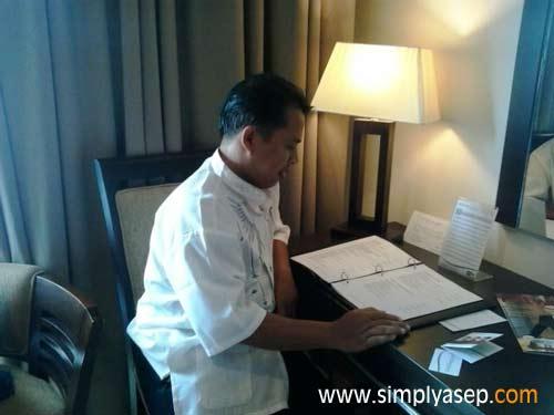 inilah Meja Kerja di sudut Deluxe Room ASTON Pontianak Hotel yang membuat saya jatuh hati