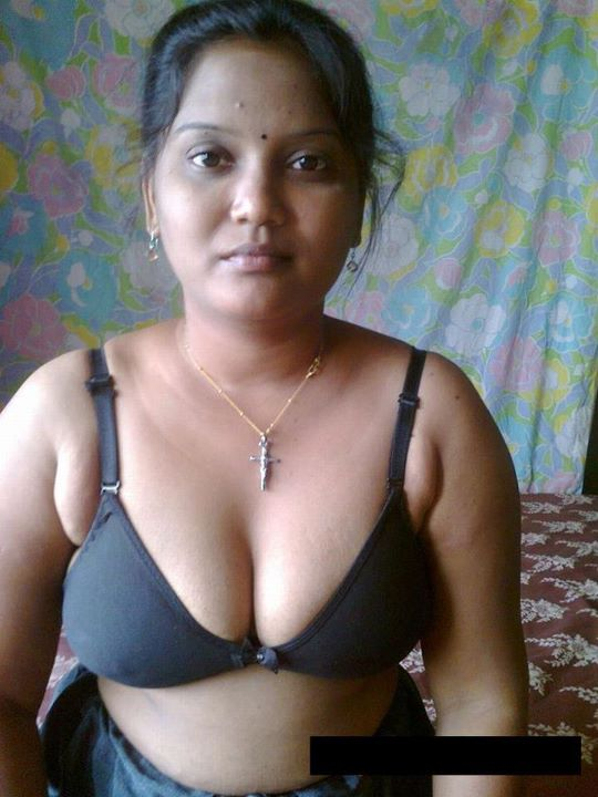 Hot Sexy Desi Indian Bhabhi Show Bra And Panty Spicy Pics -7681