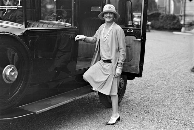 Gabrielle Coco Chanel by Man Ray a Biarritz 1928 - Tutt'Art@