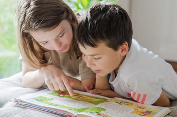 تدريب طفلك على حب القراءة.