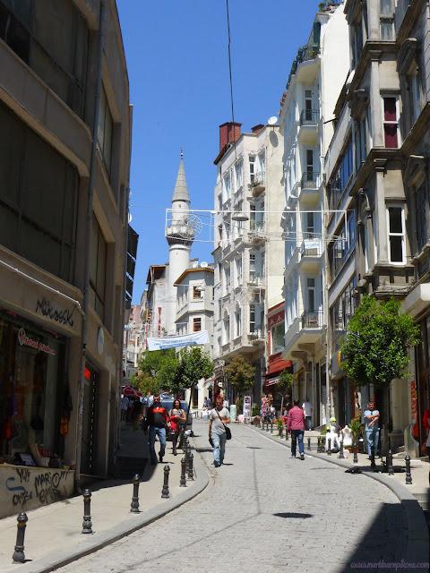 Ulička vo štvrti Galata, Istanbul, Turecko