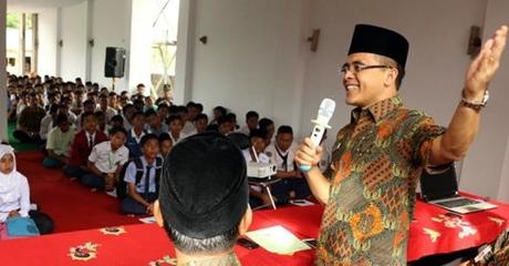 SMP Negeri Tolak Siswa Non Muslim, Bupati Banyuwangi Marah dan Perintahkan Kadisdik Batalkan Aturan Wajib Berjilbab