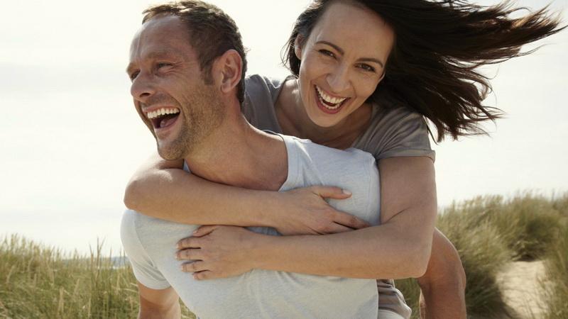 Ευτυχισμένα ζευγάρια: Aναλύοντας την μυστική συνταγή των 10 υλικών