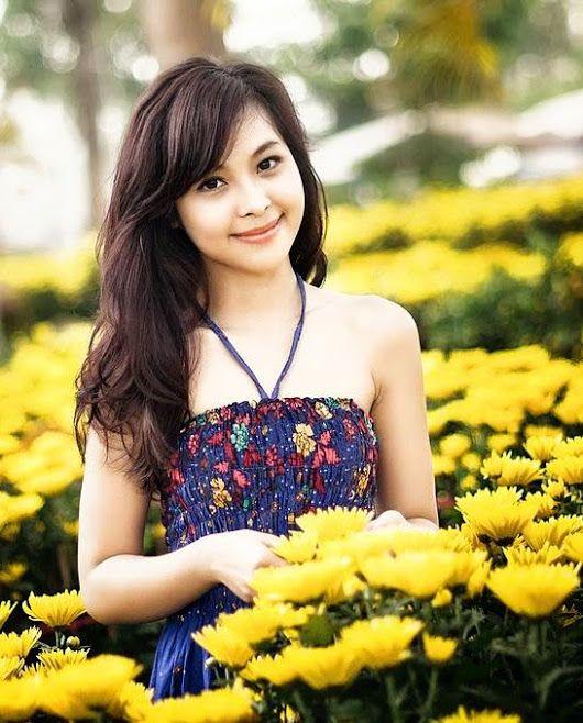 smile for me, flower girl