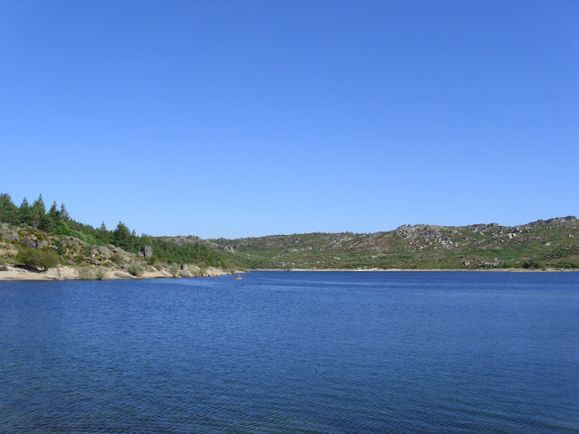 Portugal Lago na Serra da Estrela