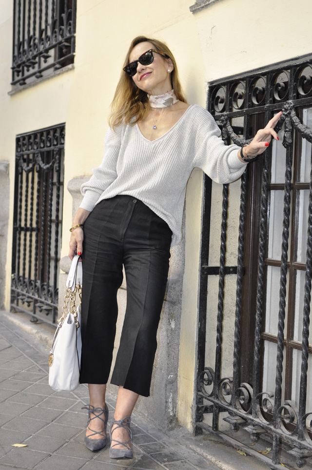 V-NECK SWEATER and Culottes