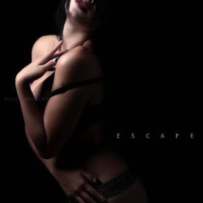 Foto-foto Hot Model Gavriena Astaris Edisi Black Photoshoot Sexy