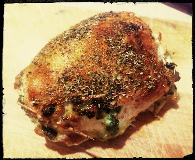 Rolady z kurczaka nadziewane szpinakiem i mozzarella kurczak nadziewny piersi z kurczaka ze szpinakiem pieczen z kurczaka