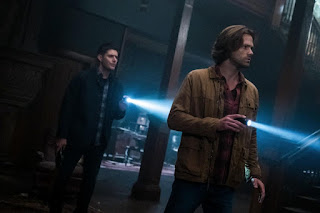 "Jensen Ackles as Dean Winchester and Jared Padalecki as Sam Winchester in Supernatural 13x05 ""Advanced Thanatology"""