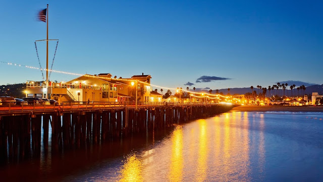 Noite no Stearns Wharf em Santa Bárbara