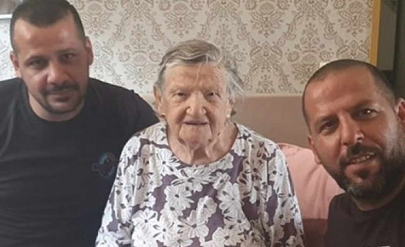 Arab Plumbers Didn't Charge Israeli Woman Upon Learning She's A Holocaust Survivor