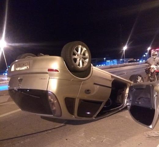 Veículo capota na Ponte Presidente Dutra na madrugada de hoje (9) - Notícias Policias de Juazeiro, Notícias Portal SPY