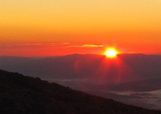 Wschód słońca z Babiej Góry. Godzina 6.34.