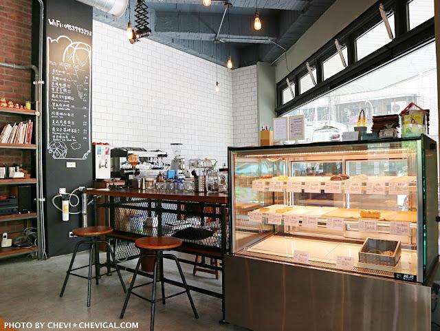 IMG 2944 - 台中西區│p&j's pâtisserie 。平價法式甜點推荐。海洋風雙色淋面的檸檬慕絲好夢幻