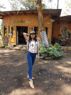 Andini di Dancok Cafe, Pujon, Malang