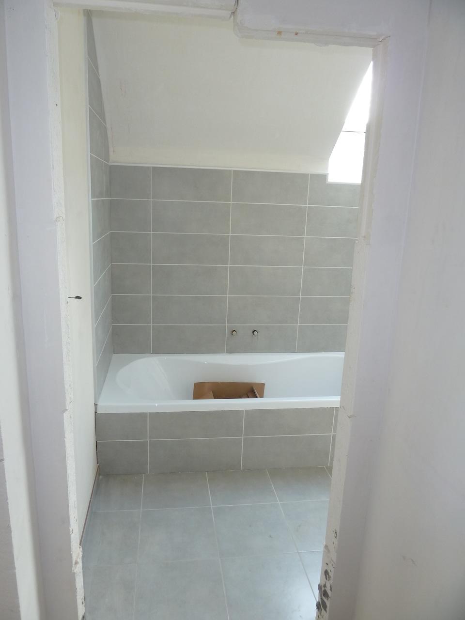 la construction de notre maison carrelage plaintes et sanitaire suite. Black Bedroom Furniture Sets. Home Design Ideas
