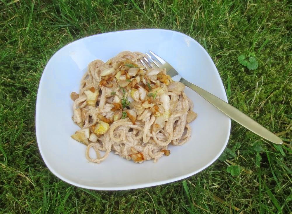 Spaghetti mit Spargel-Artischocken-Walnuss-Pesto