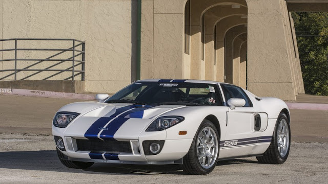 Ford GT 2000s American supercar