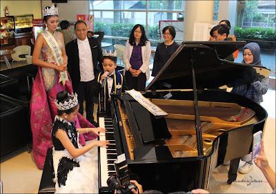 Live perform Sarah Maria Panggabean dan Michael Geraldo di Melinda Hospital 1