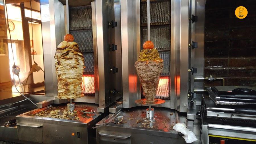 Pilas de carne en Yunie, mejores kebab Madrid, kebab Madrid, Yunie Kebab