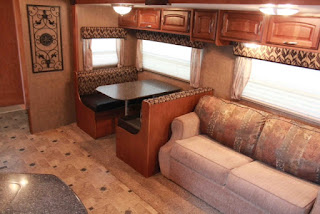 http://monstermoovers.blogspot.com.es/2016/09/2013-bunk-house-winnebago-lite-five-5th.html