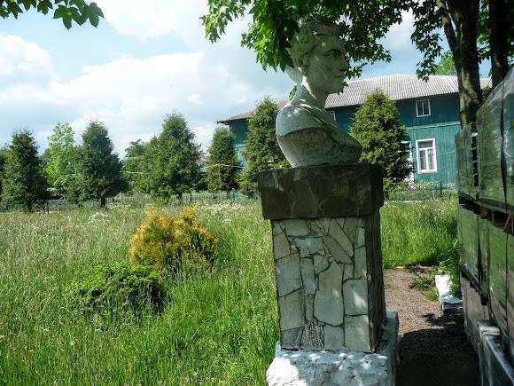 Тисів. Пам'ятник Соломії Крушельницькій