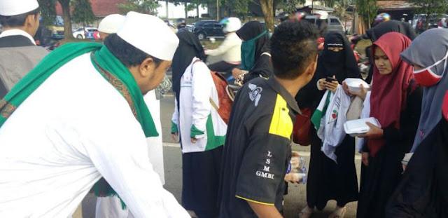 Air Susu Dibalas Air Tuba! Tak Tau Malu, Pagi Anggota GMBI Menerima Nasi Bungkus dari FPI, Bubar Pemeriksaan FPI Malah Dikeroyok!