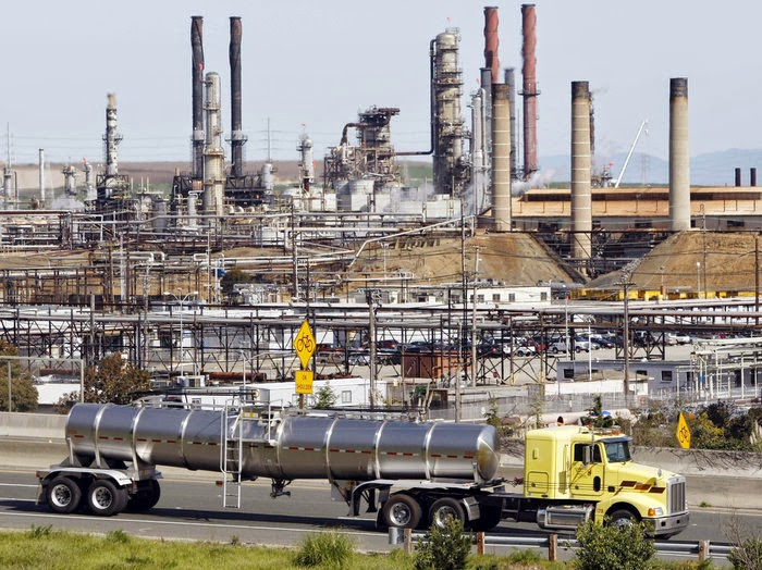 Chevron Corp. supported several candidates in Richmond, Calif., where the company has been hoping to modernize a large oil refinery, seen here in 2010. None of the Chevron-backed candidates were elected. (Credit: Paul Sakuma/AP) Click to Enlarge.