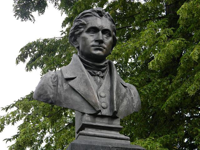 Pomnik niemieckiego poety w Nysie.