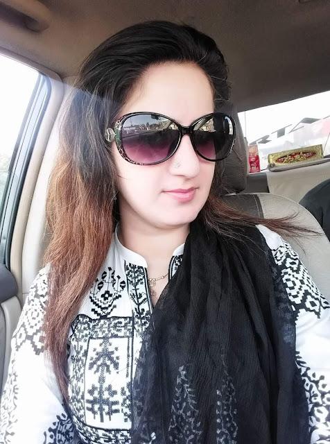Naseema car wali bhabhi