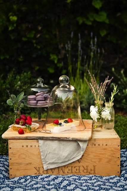 This picnic dessert spread is vintage and so sweet.