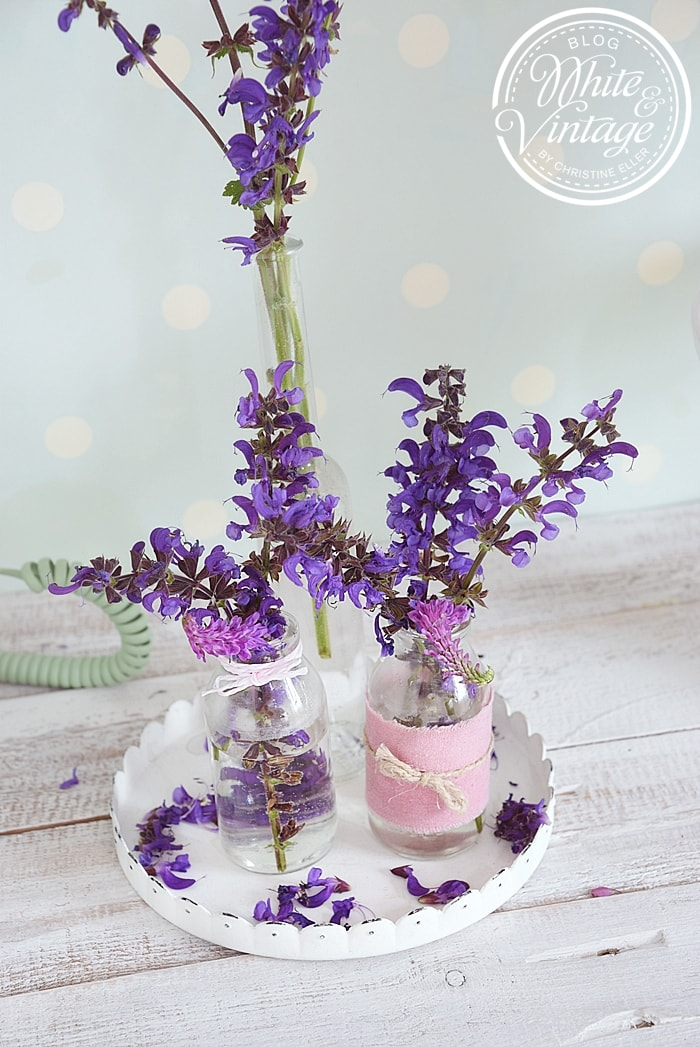 Wanddeko mit gepressten Blumen selber machen.