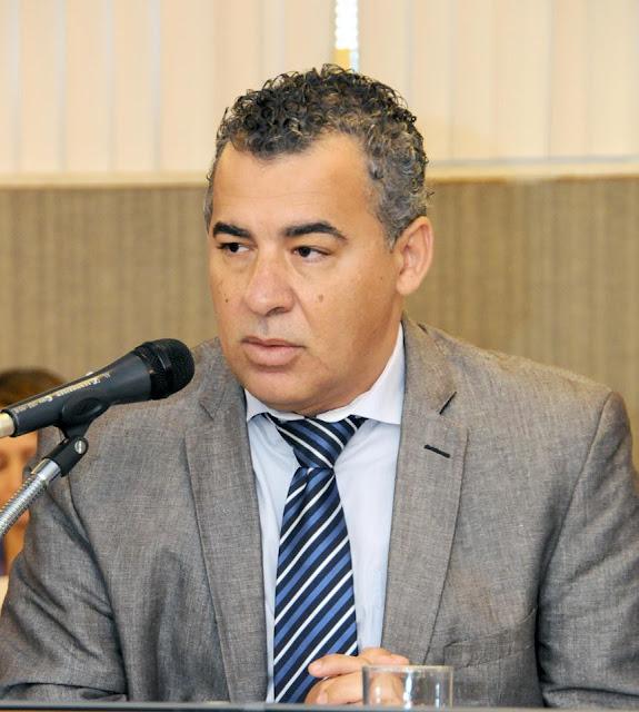 Deputado Jean Freire sofre acidente na BR 367