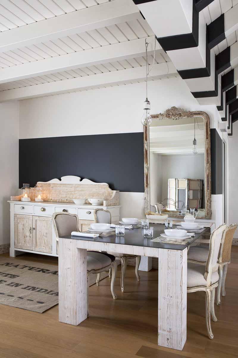 Boiserie c grigio bianco legno naturale for Arredamento bianco e grigio