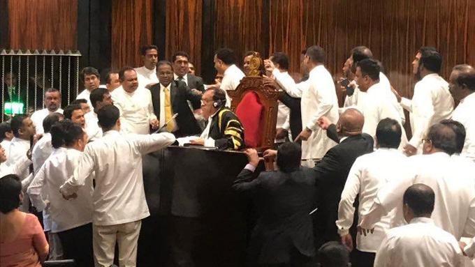 පාර්ලිමේන්තුවේ මිරිස් ප්රහාර පුටු කැඩීම් හා ගුටි කෙළි ගැන CCTV විමර්ශන ඇරඹේ - CCTV Investigation begins for parliament case