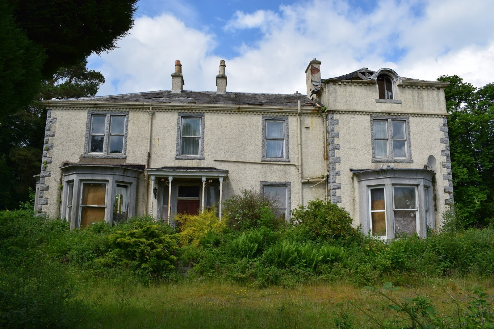 Wreck of the week two derelict and lovely scottish mansions for Build a house for 150k