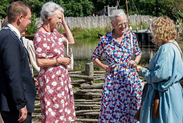 Queen Margrethe visited Ribe Viking Center. Princess Benedikte made a special visit to Jacob A. Riis Museum. holiday at the castle in Gråsten