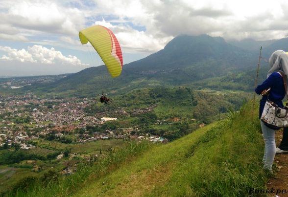 Objek Wisata Paralayang Tempat Wisata Uji Adrenalin