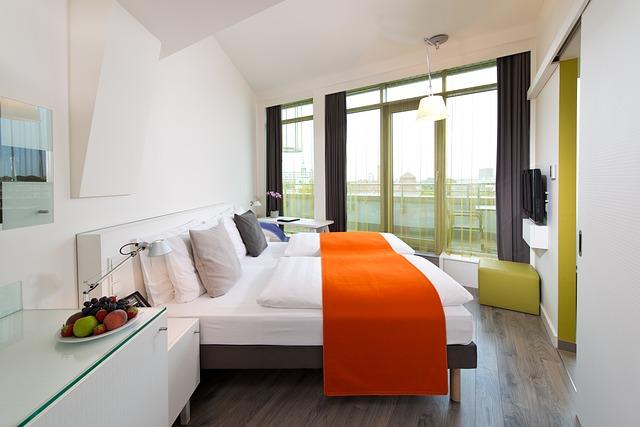 7 alasan pesan kamar hotel melalui online travel agent