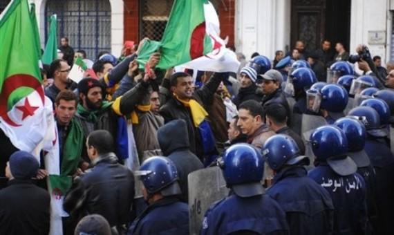 ثورة الجزائر..بالفيديو إنتفاضة وثورة شعب بسبب غلاء الأسعار