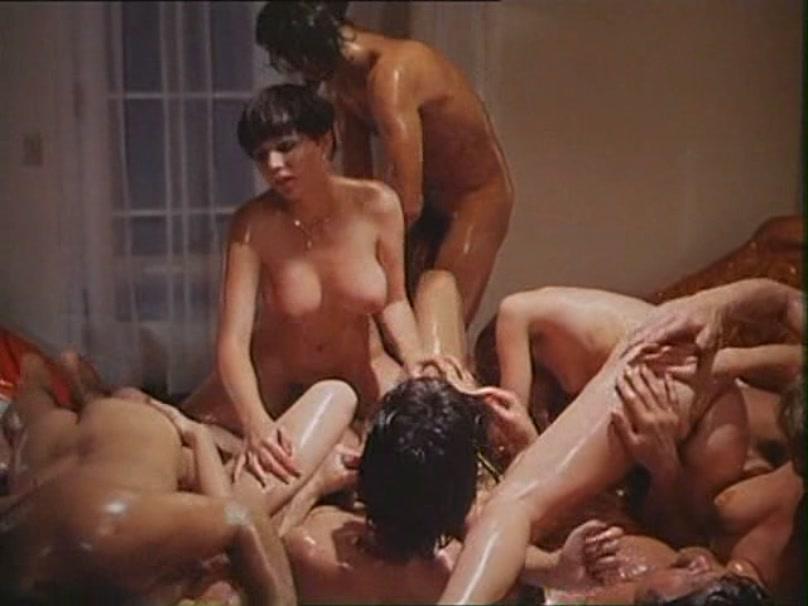 Multitudinaria orgia final de actrices del porno en el seb - 3 part 5
